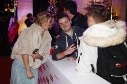Susie Wolff meets fans