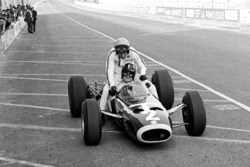 Graham Hill, BRM P261 gives Peter Arundell a lift back