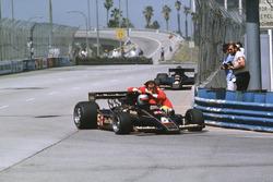 Mario Andretti, Lotus 78, mit Gunnar Nilsson, Lotus