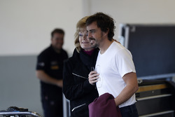 Fernando Alonso, United Autosports taraftarlar ile