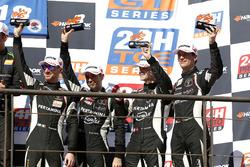 Podium: derde plaats #964 GRT Grasser Racing Team Lamborghini Huracán GT3: Mark Ineichen, Rolf Ineichen, Christian Engelhart, Mirko Bortolotti