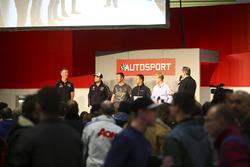 BTCC-kampioenen Matt Neal, Andrew Jordan, Gordon Shedden, Colin Turkington en Ashley Sutton praten met Henry Hope-Frost op de Autosport Stage