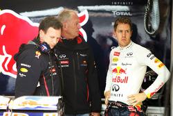 Гонщик Red Bull Racing Себастьян Феттель, руководитель команды Кристиан Хорнер и консультант Red Bull Хельмут Марко