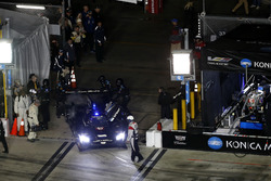 #10 Wayne Taylor Racing Cadillac DPi: Jordan Taylor, Renger Van Der Zande, Ryan Hunter-Reay goes back to the garage