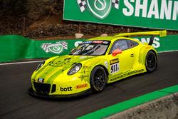 #911 Manthey-Racing Porsche 911 GT3 R: Romain Dumas, Frederic Makowiecki, Dirk Werner