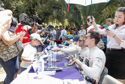 Sam Bird, DS Virgin Racing, Alex Lynn, DS Virgin Racing sign autographs for a young fan
