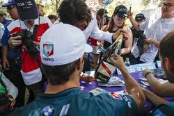 Antonio Felix da Costa, Andretti Formula E Team signs the winner's bottle of Mumm Champagne
