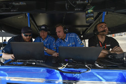 Эд Джонс, инженеры Chip Ganassi Racing и Дарио Франкитти