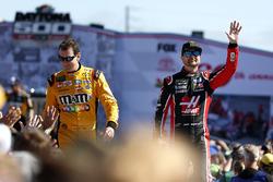 Кайл Буш, Joe Gibbs Racing Toyota Camry и Курт Буш, Stewart-Haas Racing Ford Fusion
