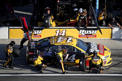 Pit stop, Clint Bowyer, Stewart-Haas Racing Ford Fusion
