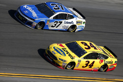Michael McDowell, Front Row Motorsports Ford Fusion, Chris Buescher, JTG Daugherty Racing Chevrolet Camaro