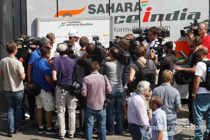 Adrian Sutil, Sahara Force India F1 met de media.