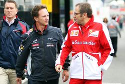 Christian Horner, Chefe de equipe da Red Bull Racing, com Stefano Domenicali, diretor da Ferraril