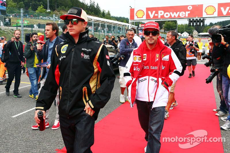 Kimi Raikkonen, Lotus F1 Team y Fernando Alonso, Ferrari en el desfile de pilotos