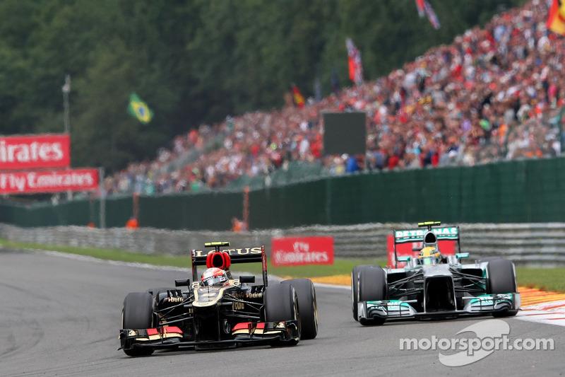Romain Grosjean, Lotus F1 and Lewis Hamilton, Mercedes AMG F1
