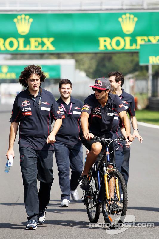 Daniel Ricciardo, Scuderia Toro Rosso, no circuito