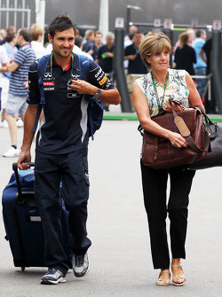Ann Neal, partner of Mark Webber, Red Bull Racing, with Richard Conner, Personal Trainer