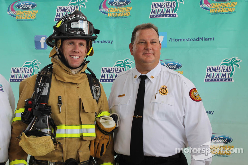 Carl Edwards bezoekt Miami-Dade Fire Department
