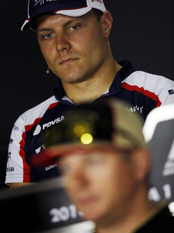 Valtteri Bottas, Williams y Sergio Pérez, McLaren en la conferencia de prensa de la FIA