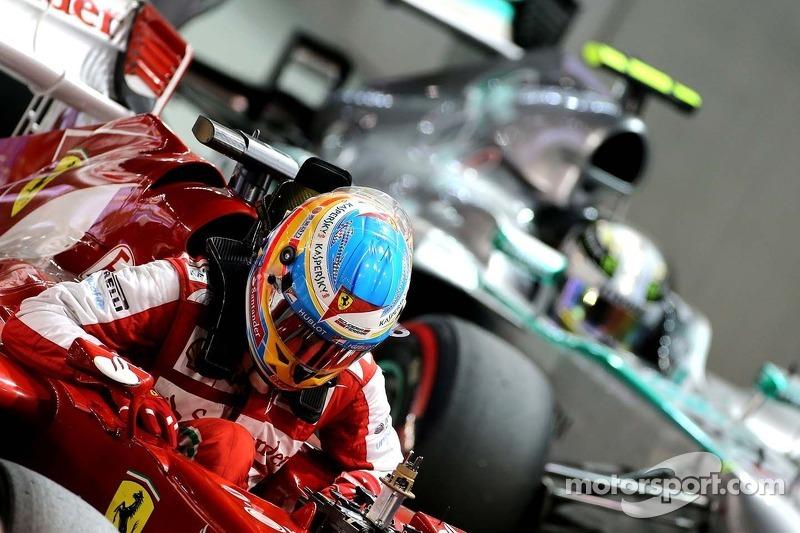 Fernando Alonso, Scuderia Ferrari y Lewis Hamilton, Mercedes Grand Prix