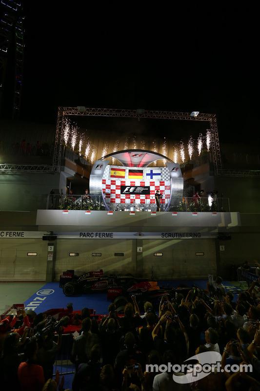 1e plaats Sebastian Vettel, Red Bull Racing, 2e plaats voor Fernando Alonso, Ferrari en 3e plaats vo