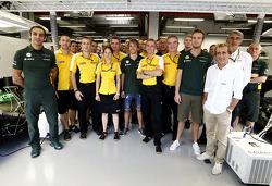 Cyril Abiteboul, and  Jean-Francois Caubet, Renault Sport F1 Director, Charles Pic, Catheram Formula One Team y Giedo van der Garde, Caterham F1 Team