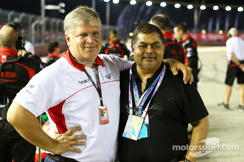 Andrei Cheglakov, Marussia Eigenaar met Vijay Eswaran, QI Group Executive Chairman op de grid