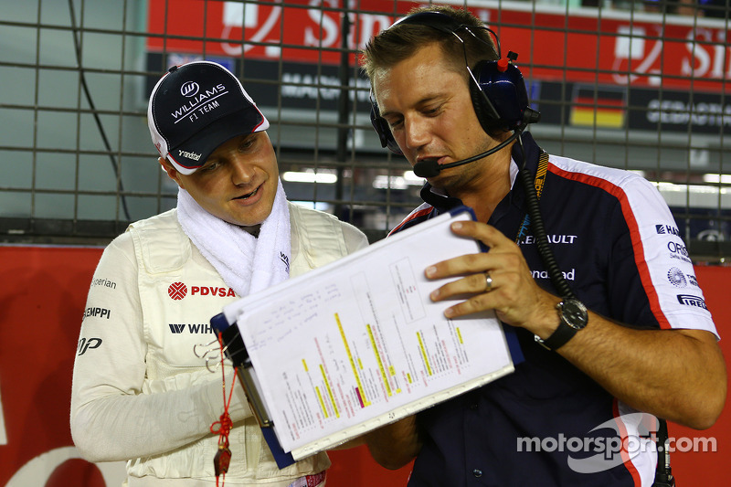 Valtteri Bottas, Williams with Jonathan Eddolls, Williams Race Engineer on the grid