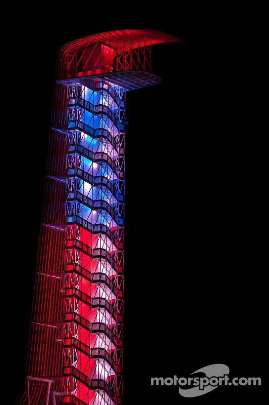 Circuito das Américas; torre à noite