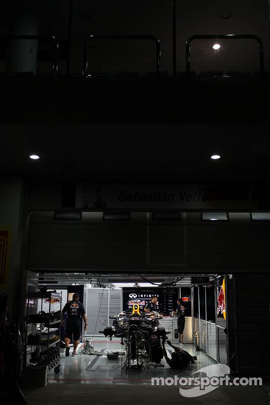 Red Bull Racing garagem à noite