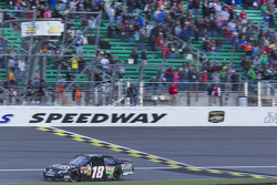 Matt Kenseth takes the win