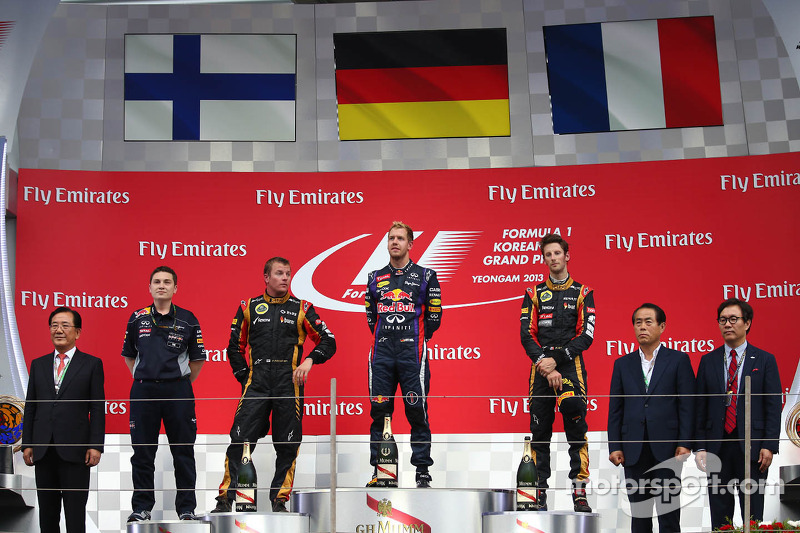 1e plaats Sebastian Vettel, Red Bull Racing, 2e plaats voor Kimi Raikkonen, Lotus F1 Team en 3e plaats voor Romain Grosjean, Lotus F1 E21