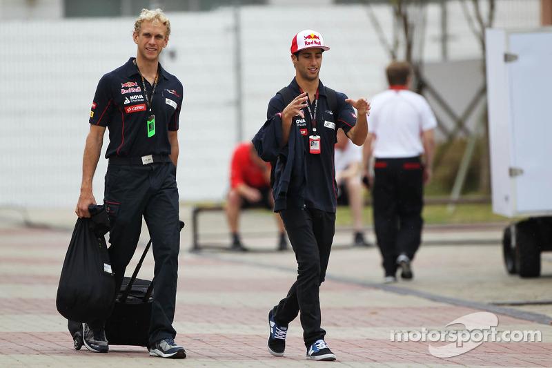 Daniel Ricciardo, Scuderia Toro Rosso met Stuart Smith, Scuderia Toro Rosso Physio