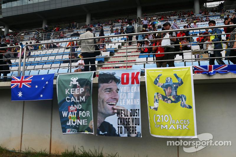 Banners voor Mark Webber, Red Bull Racing op de tribune