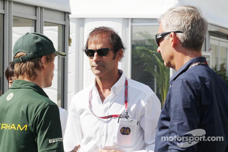 Charles Pic, Caterham, met Emanuele Pirro, FIA Steward