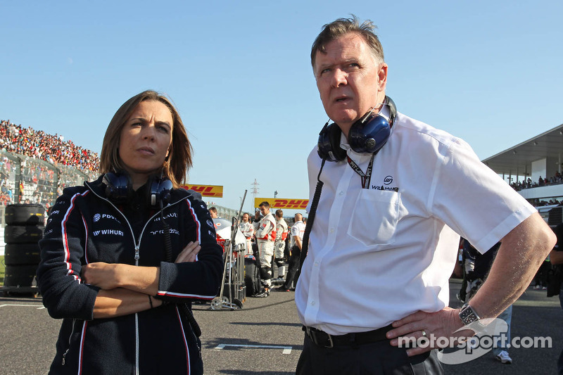 (L naar R): Claire Williams, Adjunct-teambaas Williams met Mike O'Driscoll, Williams Group CEO op de grid