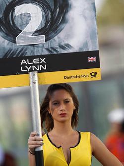 Grid girl van Alex Lynn