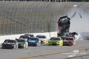 Austin Dillon, Stewart-Haas Racing Chevrolet in trouble