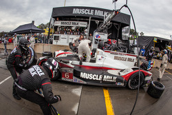 Pit stop for #6 Muscle Milk Pickett Racing HPD ARX-03c HPD: Lucas Luhr, Klaus Graf, Romain Dumas