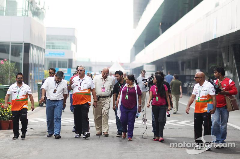 Dr. Vijay Mallya, Sahara Force India F1 Team Owner with Vicky Chandhok