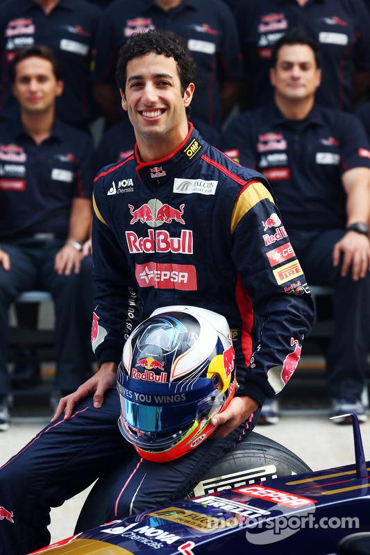 Daniel Ricciardo, Toro Rosso team photoshoot