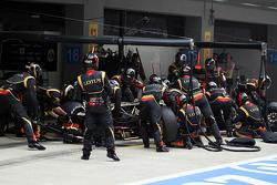 Romain Grosjean, Lotus F1 E21 makes a pit stop
