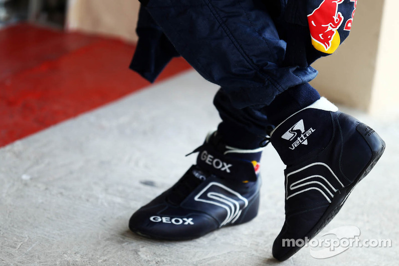 raceschoenen van sebastian vettel red bull racing op abu. Black Bedroom Furniture Sets. Home Design Ideas