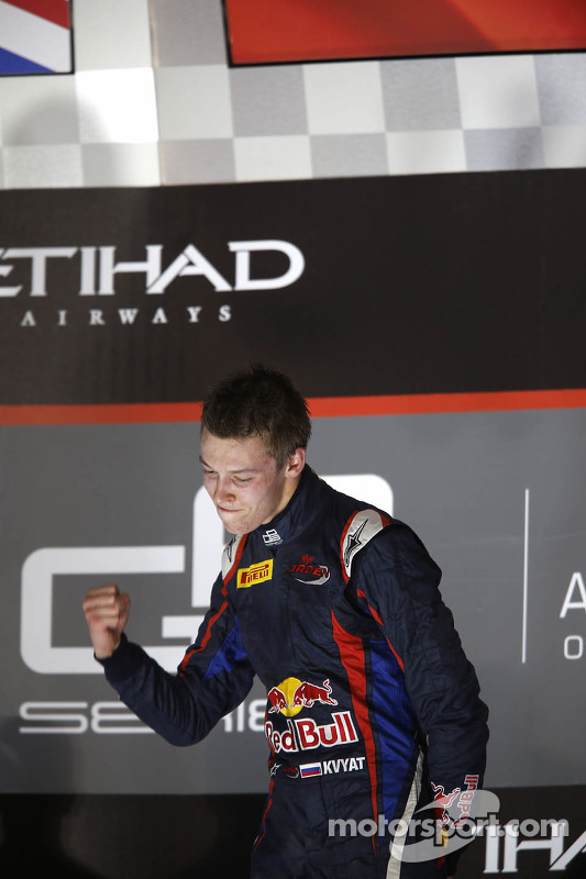 O vencedor e 2013 champion Daniil Kvyat