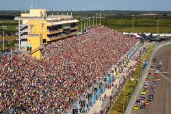 Largada: Matt Kenseth, Joe Gibbs Racing Toyota e Kurt Busch, Furniture Row Racing Chevrolet lidera o