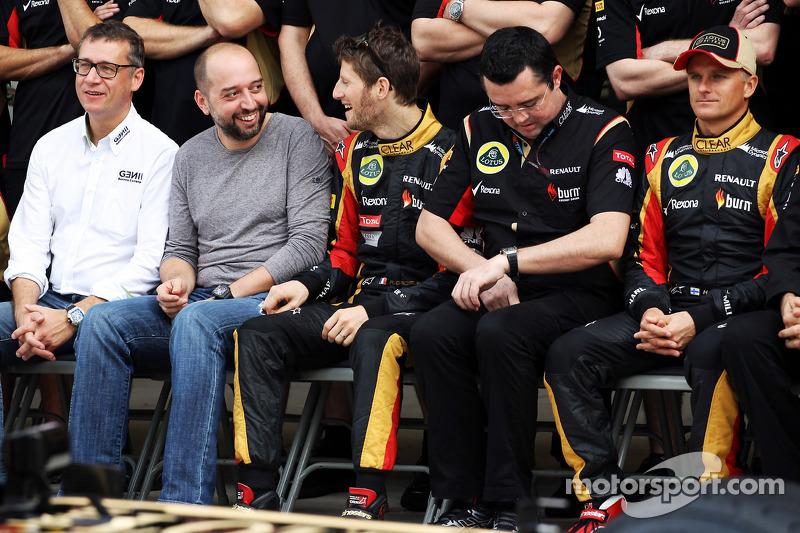(L naar R): Eric Lux, Genii Capital CEO met Gerard Lopez, Genii Capital, Romain Grosjean, Lotus F1 T