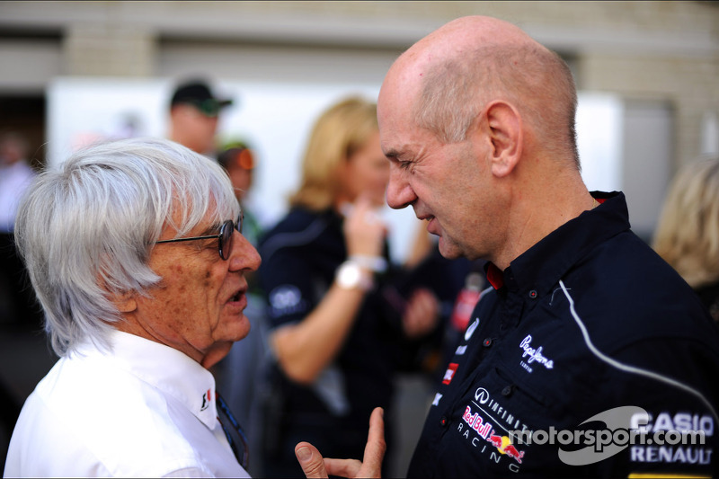 (L naar R): Bernie Ecclestone, CEO Formula One Group, met Adrian Newey, Red Bull Racing Chief Techni