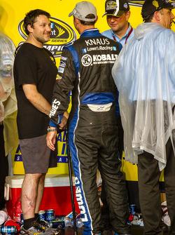 Championship victory lane: Tony Stewart feliciteert Chad Knaus