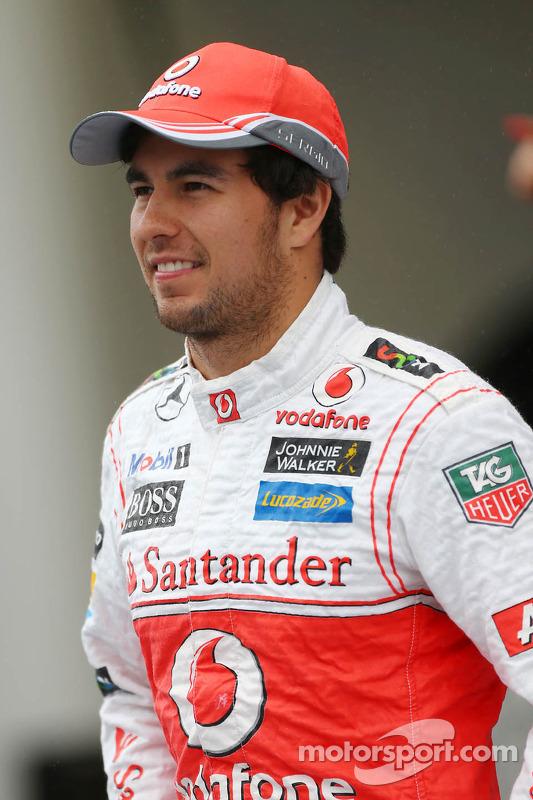 Sergio Perez, McLaren em um foto da equipe