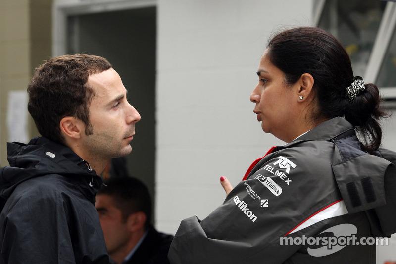 (L naar R): Nicolas Todt, Manager praat met Monisha Kaltenborn, Teambaas Sauber